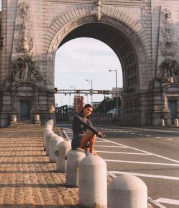 girl on a bridge in New York